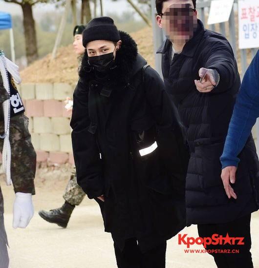 BIGBANG G-Dragon新兵训练结业:表现突出当选助教!