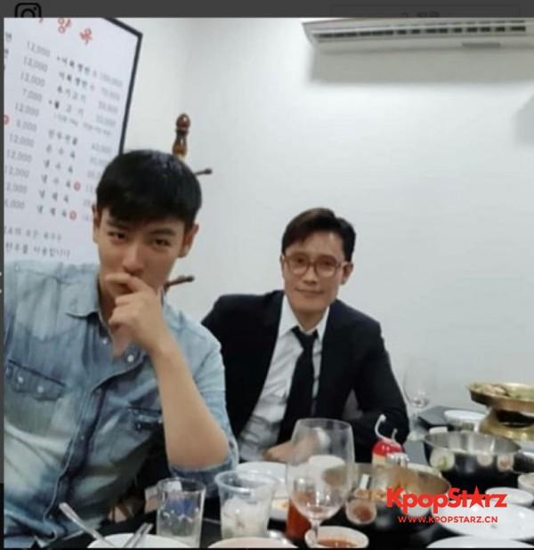 BIGBANG T.O.P与李秉宪私下聚餐:精神饱满状态好