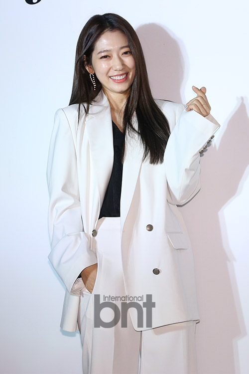 JAIN SONG举行时装秀 朴信惠Amber李荷娜裴允京等出席
