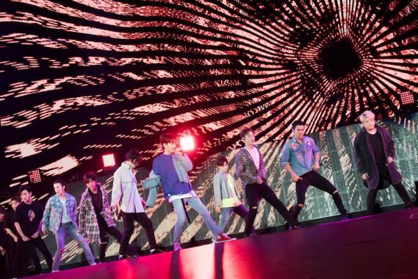 SUPER JUNIOR'SUPER SHOW'创造累计观众突破200万人的记录!