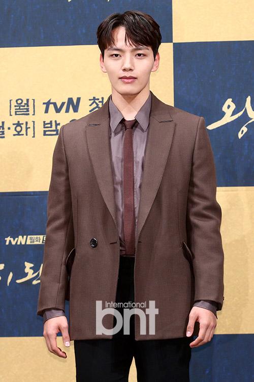 吕珍九有望与IU合作 出演tvN新剧《酒店Deluna》