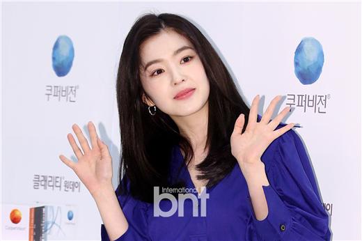 RV Irene出席品牌活动 散发可爱迷人魅力