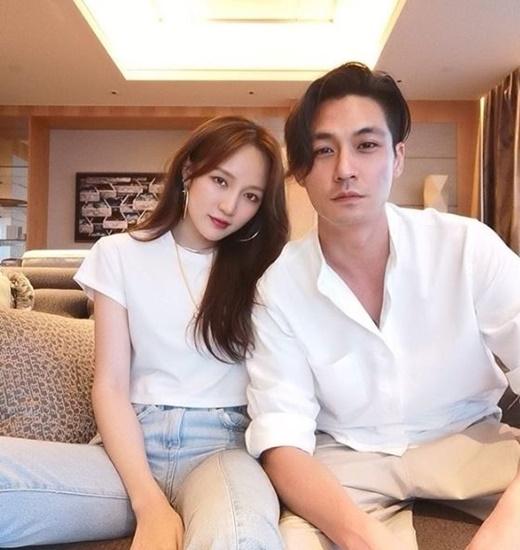 韩媒曝missA出身成员孟佳与富二代男友甜蜜照