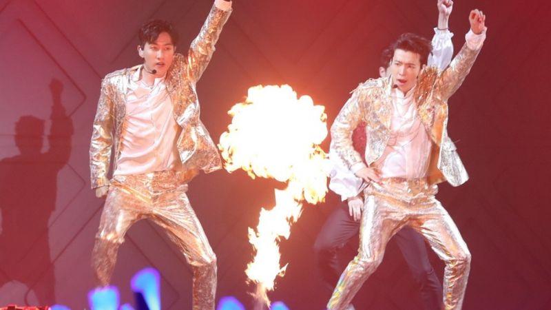 Super Junior D&E 香港演唱会和粉丝互称「大叔」、「阿珠妈」