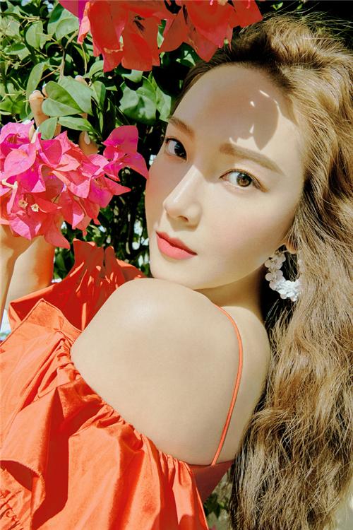 Jessica最新画报公开 独特夏季妆容散发魅力