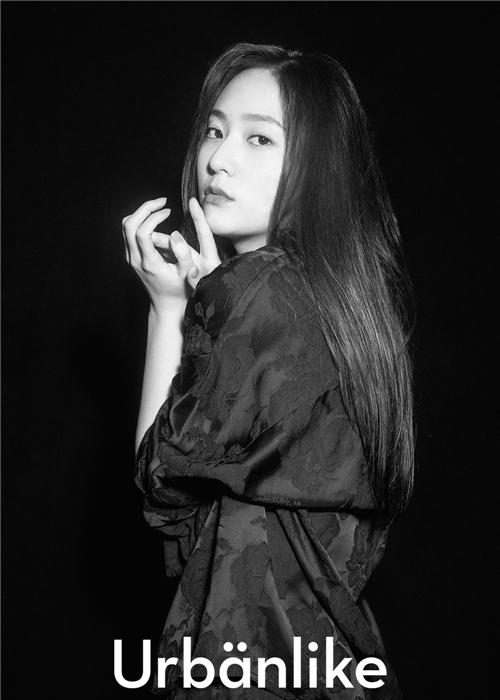 Krystal最新画报公开 展现休闲成熟魅力