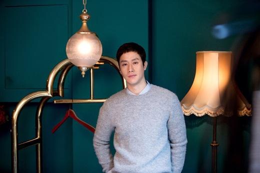 演员郑宇续约现经纪公司 展深厚信赖
