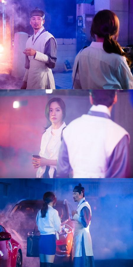 韩国穿越剧《名不虚传》公开演员金南佶、金亚中拍摄时的剧照