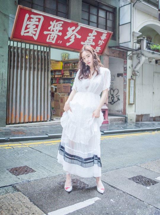 洪秀儿香港拍摄时装写真 演绎街头风情
