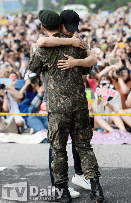 Super Junior成员银赫正式退伍 发表退伍感想