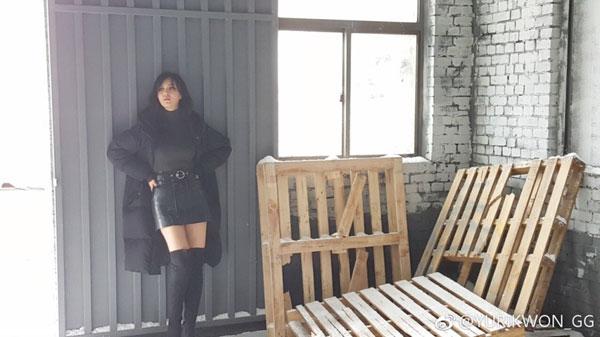 权俞利(Yuri)微博晒秋季写真 展现好身材