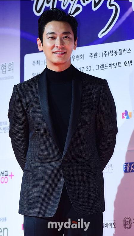 朱智勋有望出演《信号》编剧金恩熙的新作《王国》