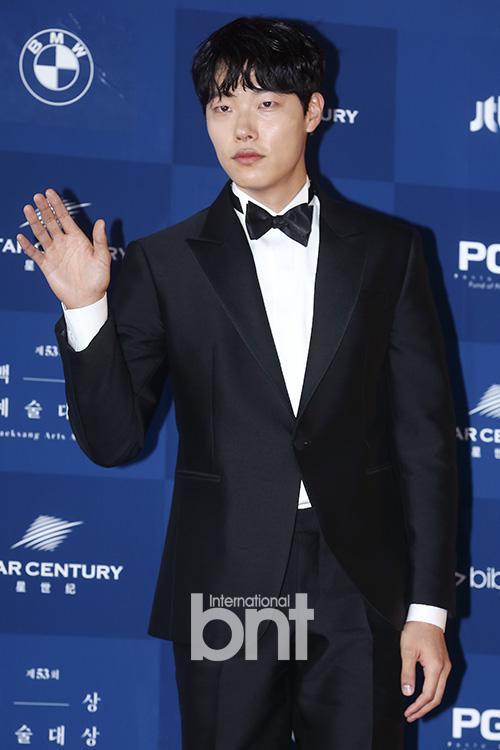 柳俊烈有望出演电影《老千3》 担任男主角