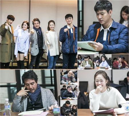 tvN月火新剧《Cross》公开和乐融融读剧本现场照