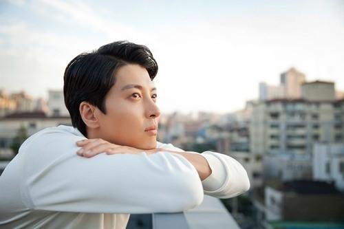 李东健与FNC娱乐完成续约