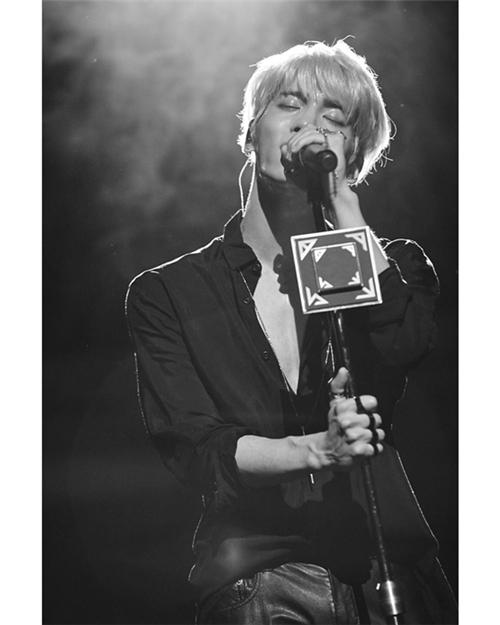 SHINee钟铉去世2周年 SM娱乐发布照片追悼