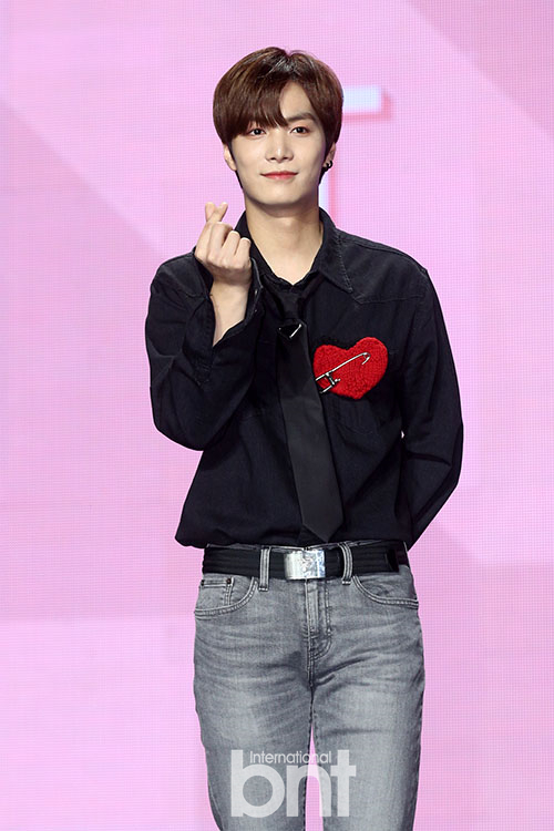 NUEST成员JR向母校捐赠2000万韩元发展基金