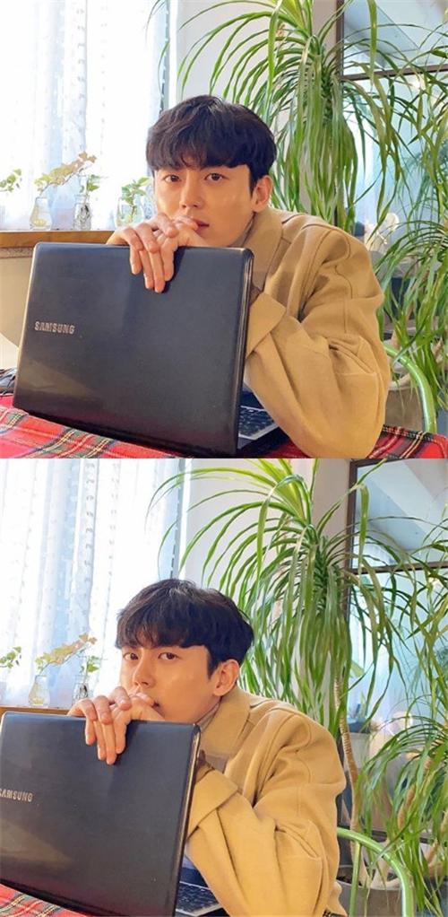 李知勋正在商议出演MBC新剧《一起吃晚饭吗》